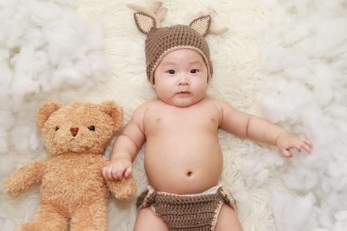 生後10ヶ月になると、ふっくらとした赤ちゃん体型から、しっかりとした幼児体型に変化していくのが特徴です。
