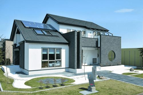 太陽光パネルを取り入れた土屋ホームの家の外観