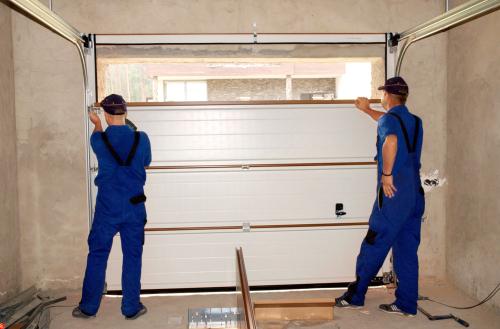 ガレージのドアを修理する業者